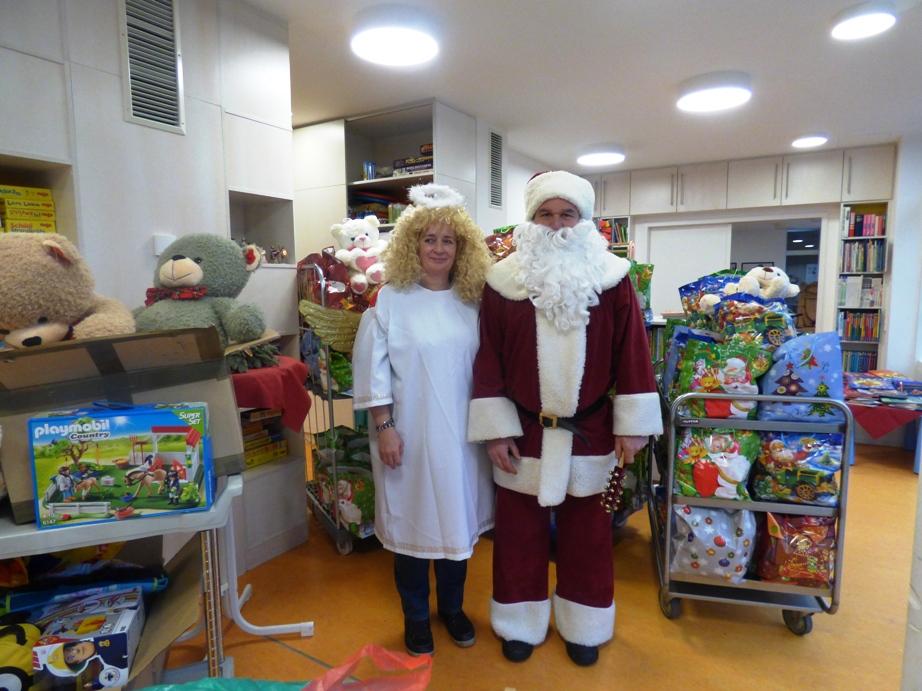 Der Unternehmen helfen Kids Weihnachtsmann
